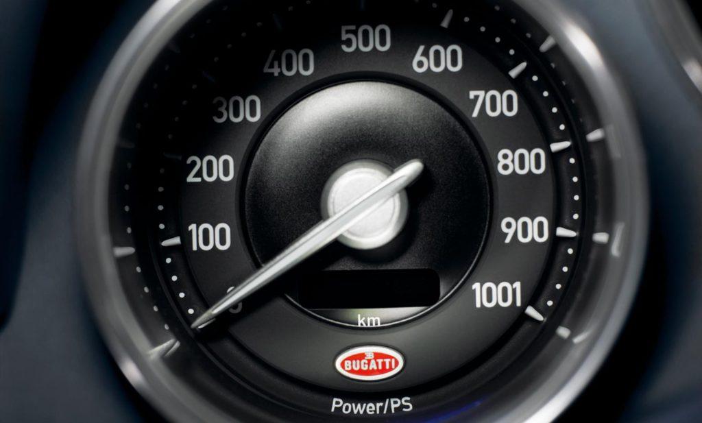 Bugatti Veyron 16.4 счетчик мощности фото