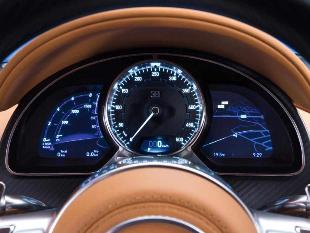 Bugatti Chiron (Бугатти Шерон) 2016 спидометр фото 4